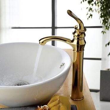 Robinet salle de bain dorée au ligne fine et élégante, design contemporain